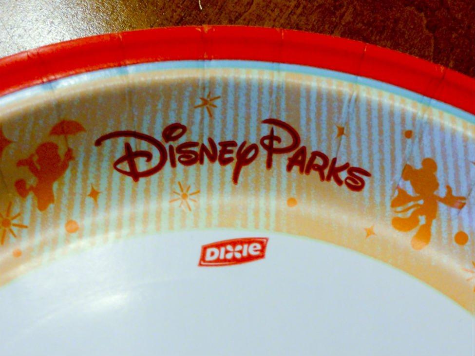 ディズニーワールドの使い捨て食器