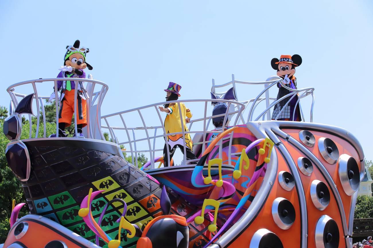 ディズニー】ハロウィーンを満喫!週末の混雑状況、ランドの進化した新