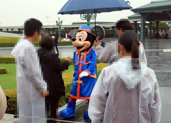 雨の日のカッパミッキー