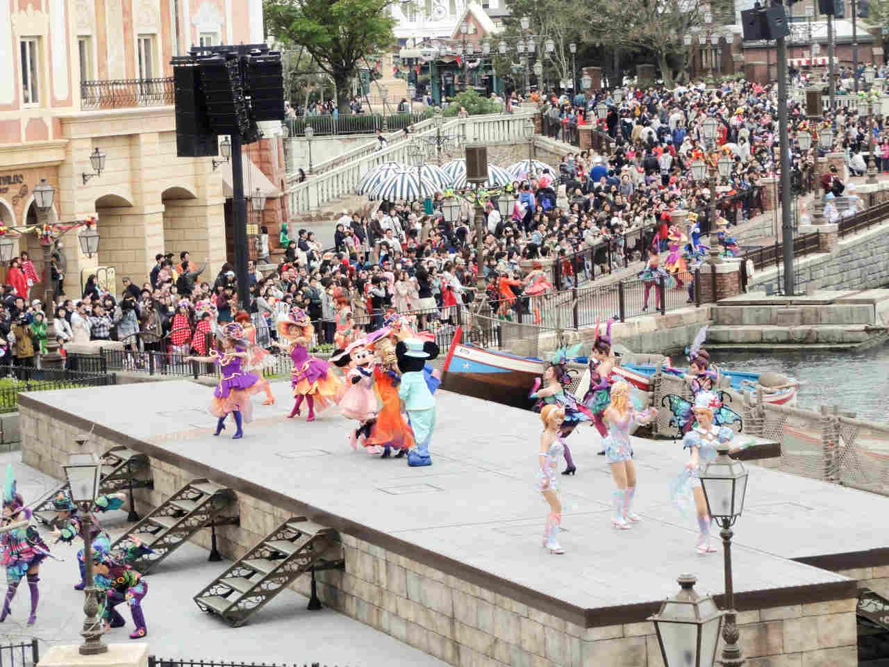 ミッキー広場のステージ