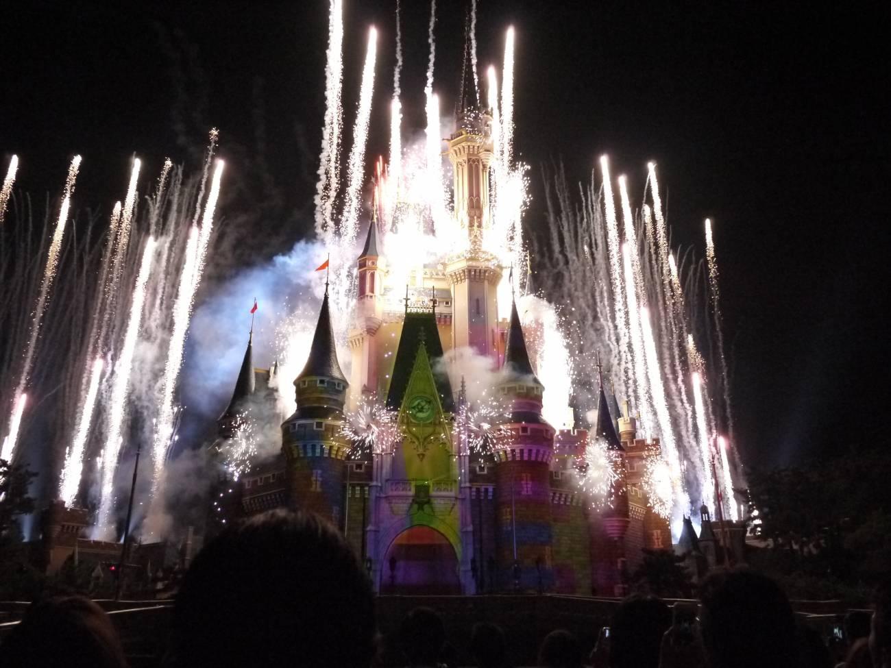 花火の上がるシンデレラ城