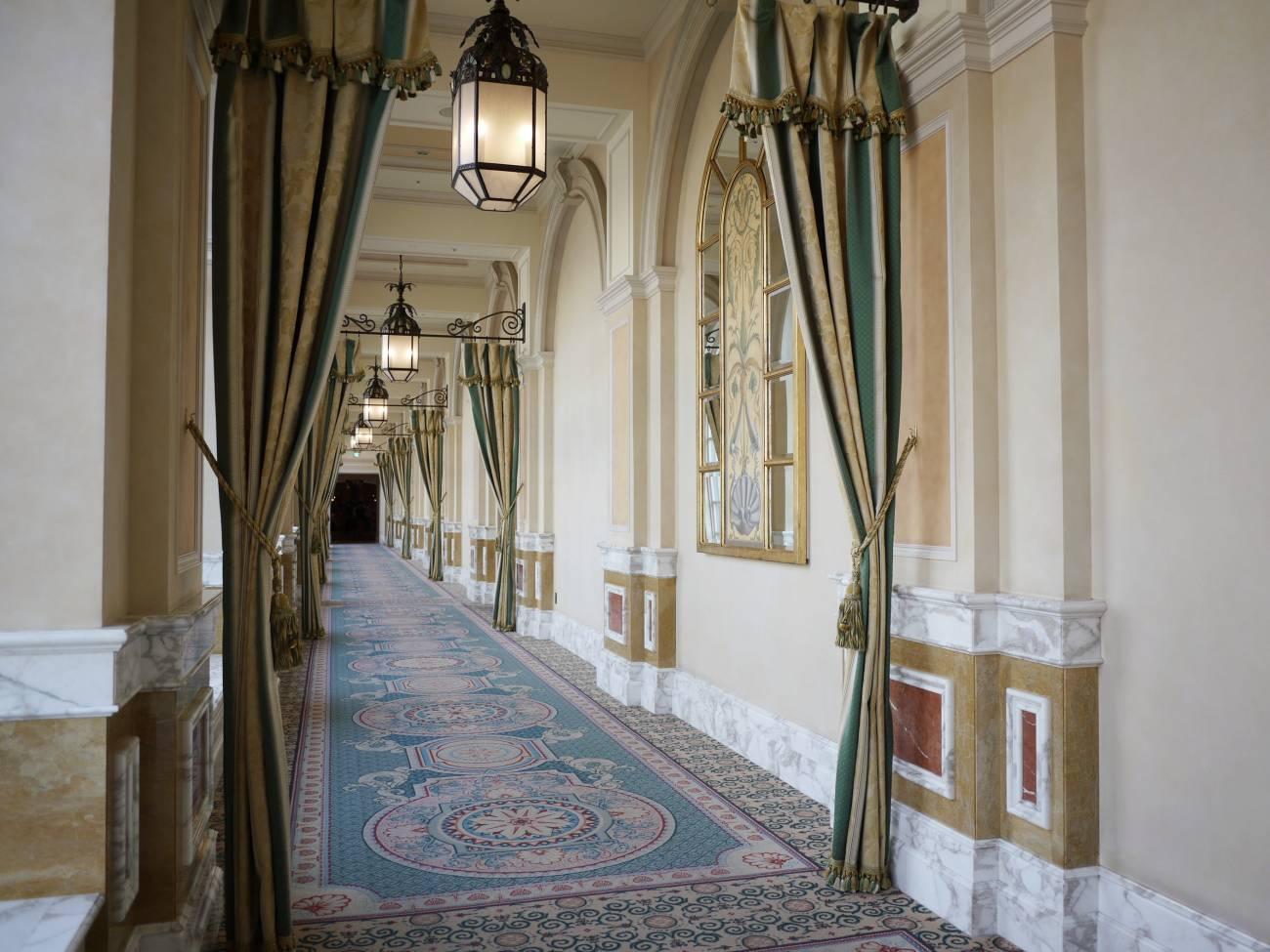 ホテルミラコスタの廊下