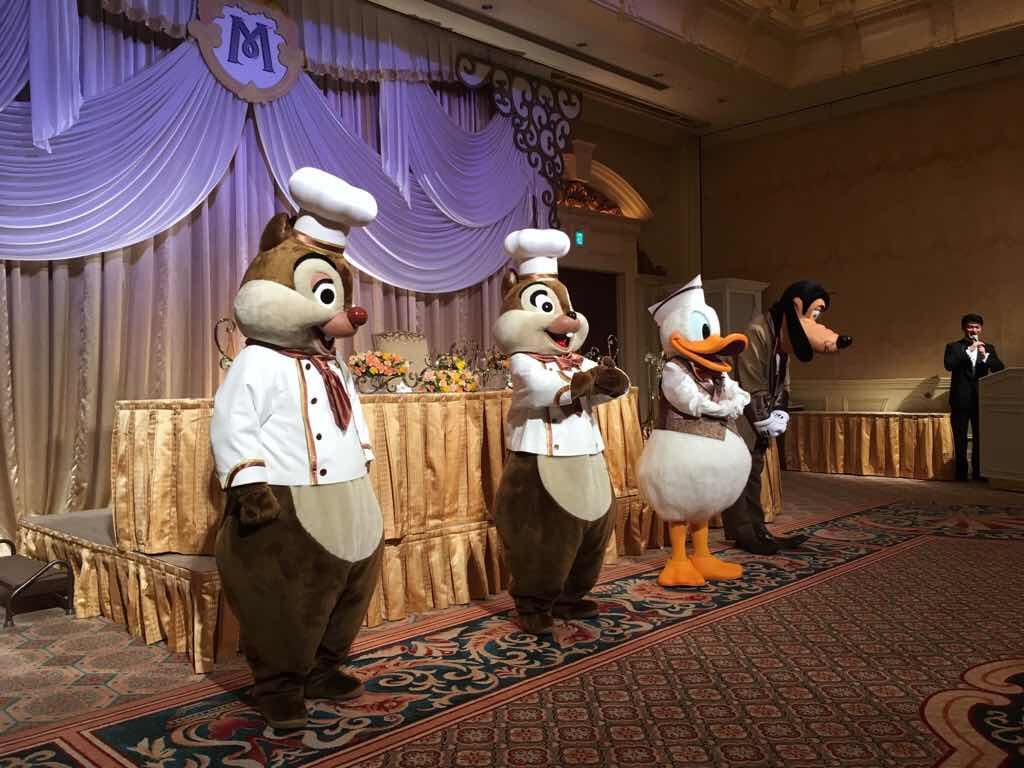 ディズニー結婚式のチップ、デール、ドナルドとグーフィー