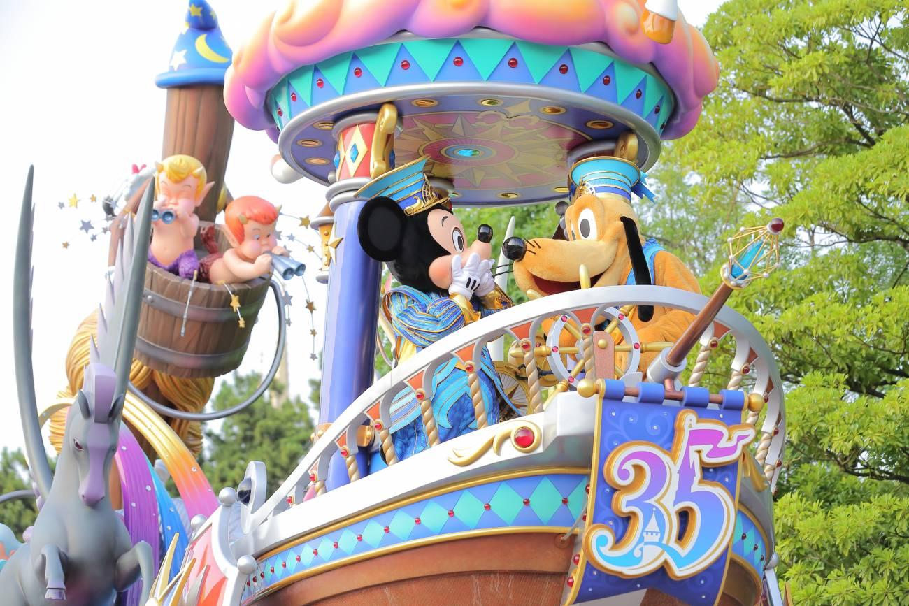 35周年イベントで盛り上がる東京ディズニーリゾート