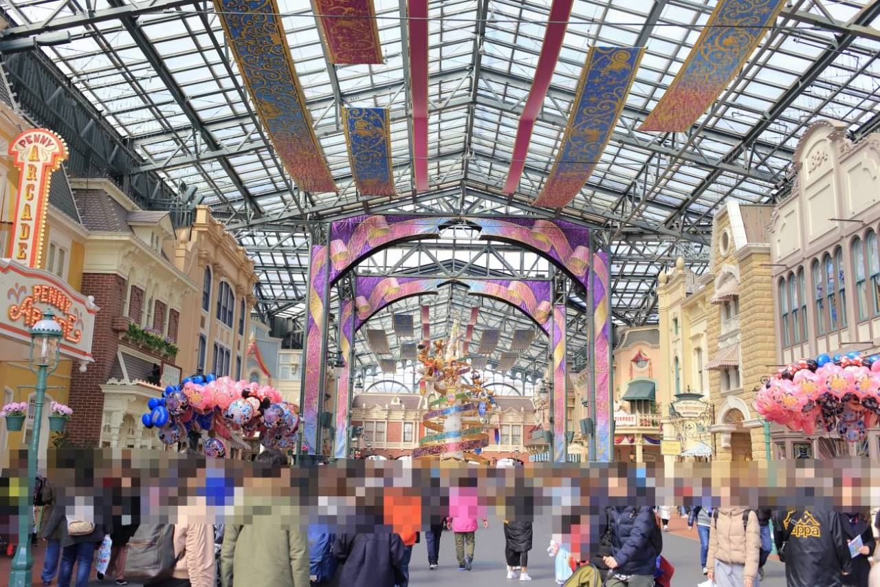 東京ディズニーリゾート開園35周年イベント中のワールドバザール