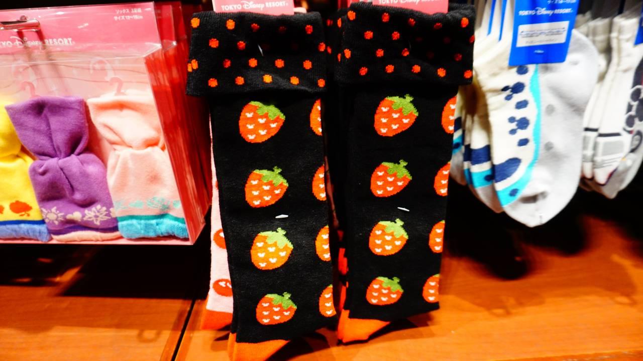 ミッキーシェイプ入りのイチゴ柄靴下